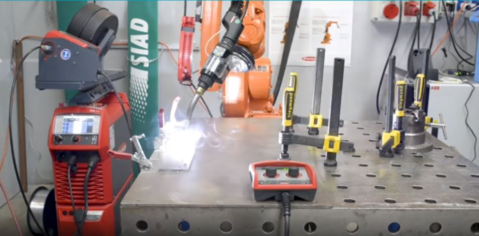 Saldature perfette e veloci con la Fronius TPS/i CMT con configurazione robot